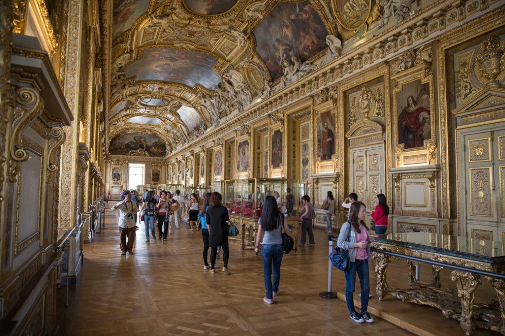 Louvre binnen