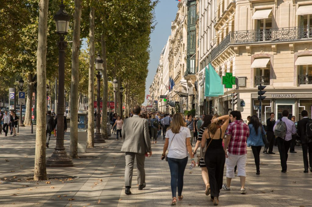 winkelen aan de Champs Elysees